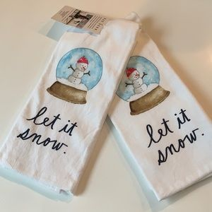 Rae Dunn Let It Snow ⛄️ !! Kitchen towels new